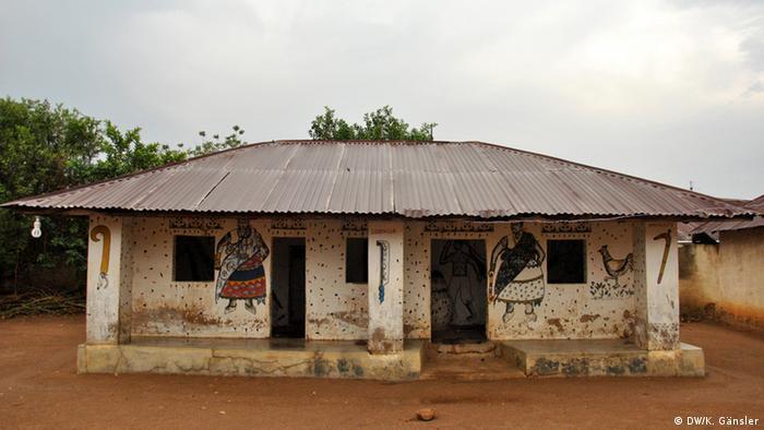 Bildergalerie Voodoo in Westafrika - Tempel für Gott Zakpata (Foto: Katrin Gänsler)