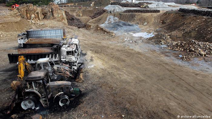 Burned vehicles are seen at the 'Hellas Gold' mining company's facility in the village of Skouries(photo: picture alliance/dpa)