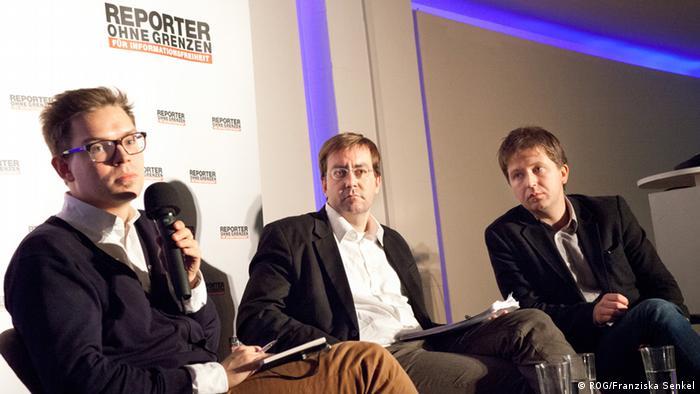 Podiumsdiskussion Sotschi Internet Kontrolle: Anlexej Sidorow, Christian Mihr und Andrei Soldatow (Bild: ROG/ Franziska Senkel)
