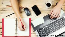 #59224600 - Workplace, Man working on the laptop© Maksim Kostenko Autor Maksim KostenkoPortfolio ansehen Bildnummer 59224600 Land Russische Föderation