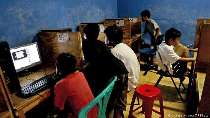 Indonesian youths browse their social media accounts at an Internet cafe in Jakarta, Indonesia (AP Photo/Tatan Syuflana)