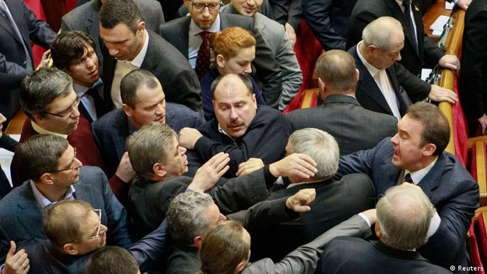 Депутаты Верховной Рады принимают законы