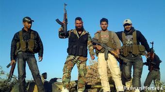 Five men with machine guns (Foto: Radwan Mortada)