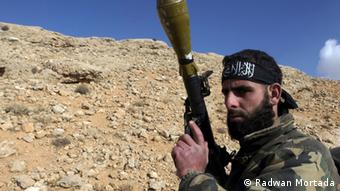 یک رزمنده داعش در سوریه