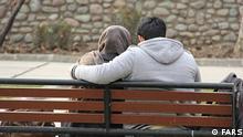 Titel: Liebe Bildbeschreibung: Junge Paar im Park. Stichwörter: Iran, KW3, Liebe, Partnerschaft Quelle: FARS Lizenz: Frei