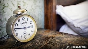 Symbolbild Wecker Schlaflose Nächte Schlaflosigkeit (Fotolia/fottoo)