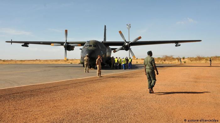 Немецкий военно-транспортный самолет в Африке