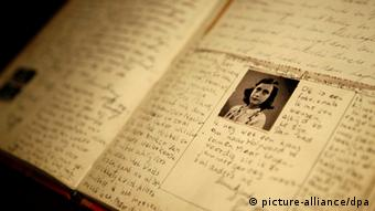 A page of the Anne Frank diary (picture-alliance/dpa)