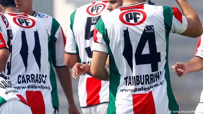 سبق للاعبي ديبورتيفو بالستينو إثارة الجدل عندما أرتدوا قمصانا في يناير/ كانون الثاني 2014، حيث وضعوا بدلا من رقم واحد خريطة لفلسطين.