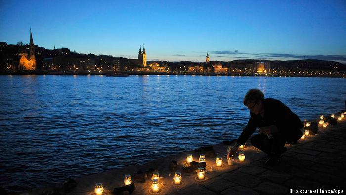 Gedenken für Opfer des Holocausts in Budapest ARCHIV 2013
