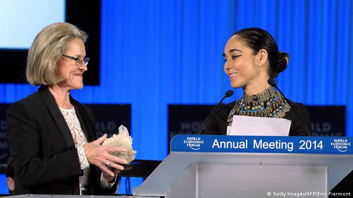 Schweiz Iran World Economic Forum 2014 Shirin Neshat und Hilde Schwab (Getty Images/AFP/Eric Piermont)