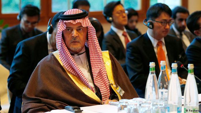 Der saudische Außenminister Prinz Saud al-Faisal am Konferenztisch in Montreux (Foto: REUTERS)