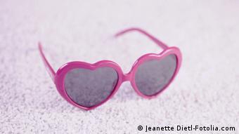 پژوهشهای علمی نشان دادهاند که عاشق شدن واقعا چشم انسان را بر کم و کاستیهای معشوق میبندد.
