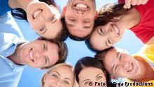 Junge Menschen Kreis Gesichter