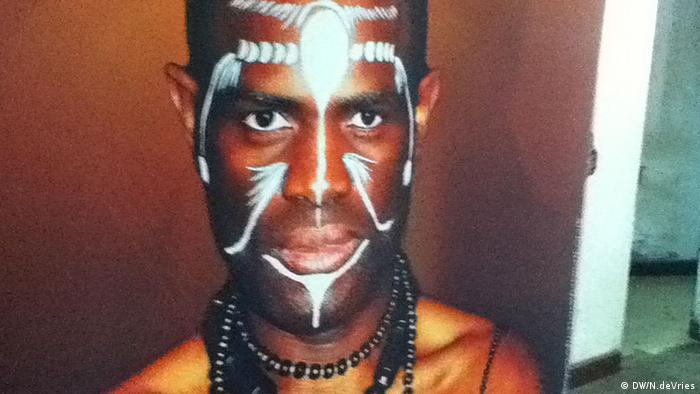 Storyteller Usifu Jalloh during a performance in Siera Leone. Photo: Photo: Nina deVries