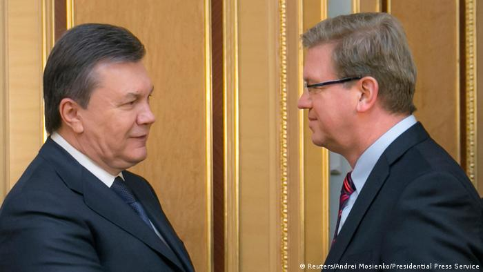 EU-Commissioner Stefan Füle (r.) with President Yanukovych in Kyiv (Photo: REUTERS/Andrei Mosienko/Presidential Press Service)