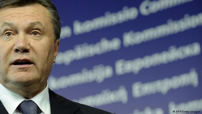 Віктору Януковичу інкримінують незаконне заволодіння державним майном на загальну суму понад 800 мільйонів. А заморозили ще більше, обурюється екс-президент