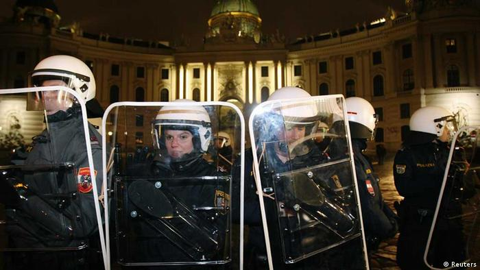 Police block an entrance to Hofburg palace during a demonstration against Austrian Freedom Party's (FPOe) Akademikerball ball in Vienna January 24, 2014. REUTERS/Heinz-Peter Bader