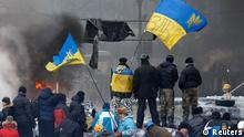 Anti-government protesters gather at a barricade at the site of clashes with riot police in Kiev January 25, 2014. About 100 anti-government protesters tried to seize Ukraine's main energy ministry building in central Kiev on Saturday, Energy Minister Eduard Stavytsky said. REUTERS/Vasily Fedosenko (UKRAINE - Tags: POLITICS CIVIL UNREST)