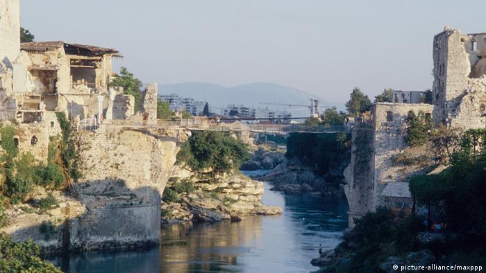 Im Krieg zerstörte Kulturstätten Brücke in Mostar
