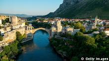 Im Krieg zerstörte Kulturstätten Brücke in Mostar 2013