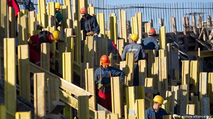 Bauarbeiten am Olympiastadion Fisht in Sotschi Russland ARCHIV 2011