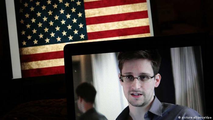 Edward Snowden und US-Flagge auf Computerbildschirmen (Foto: picture alliance)