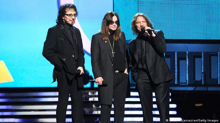 Tony Iommi de black-Sabbath en el escenario