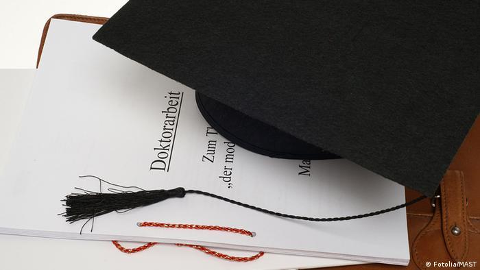 Deutschland Doktorarbeit Symbolbild mit Hut
