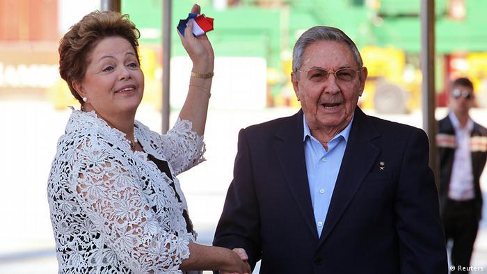 A presidente afastada Dilma e Raúl Castro participaram da inauguração do porto de Mariel em janeiro de 2014
