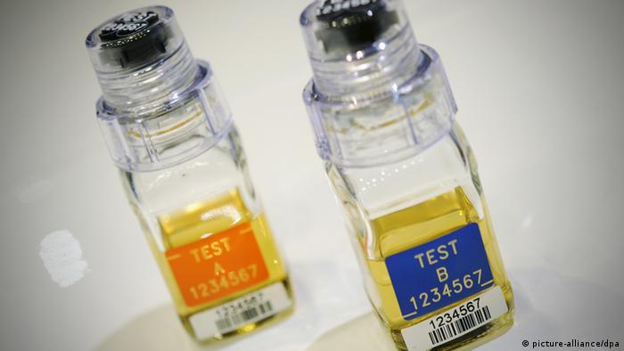 Urinprobe Dopingtest Doping Symbolbild Probe (picture-alliance/dpa)
