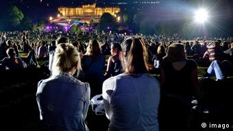 Young audience members at a Vienna Philharmonic concert outdoors (C) Imago