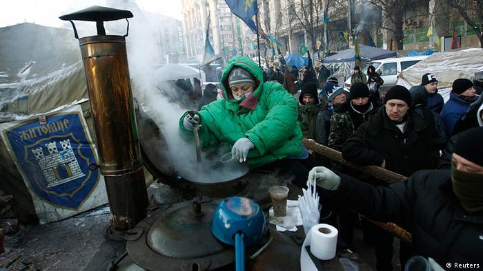 Ukraine Demonstration und Proteste in Kiew Suppenküche (Foto: Reuters)