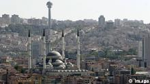 Bildnummer: 53405362 Datum: 31.08.2009 Copyright: imago/suedraumfoto Kocatepe-Moschee (Kocatepe Camii) und Atakule-Fernsehturm in Ankara.