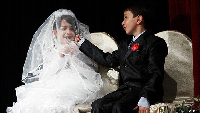 در برخی از مناطق ایران خانوادهها ازدواج کودکانشان با یکدیگر را بهانهای برای تثبیت پیوندهای خانوادگی قرار میدهند
