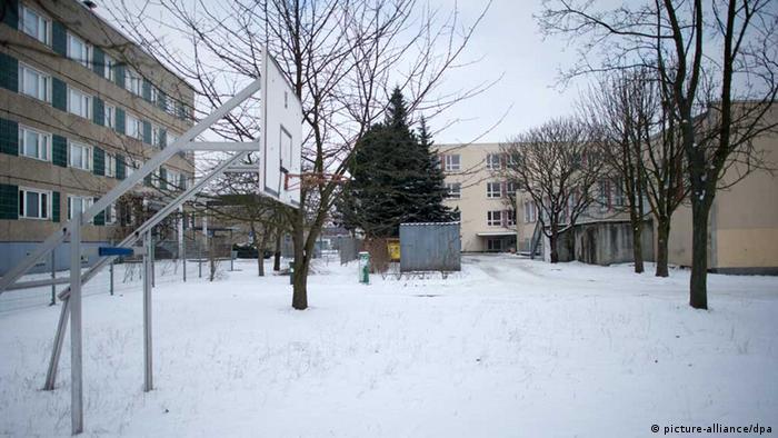 Asylbewerberheim in Hoyerswerda - Foto: Arno Burgi (dpa)