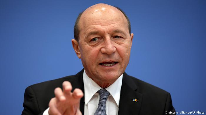 Der rumänische Präsident Traian Basescu in Berlin in der Bundespressekonferenz Foto: AP