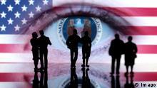 Logo der NSA National Security Agency der USA in einem menschlichen Auge mit Flagge der USA hinter Umrissen von Miniatur Figuren emblem the NSA National Security Agency the USA in a human Eye with Flag the USA behind Outlines from Miniature Figures