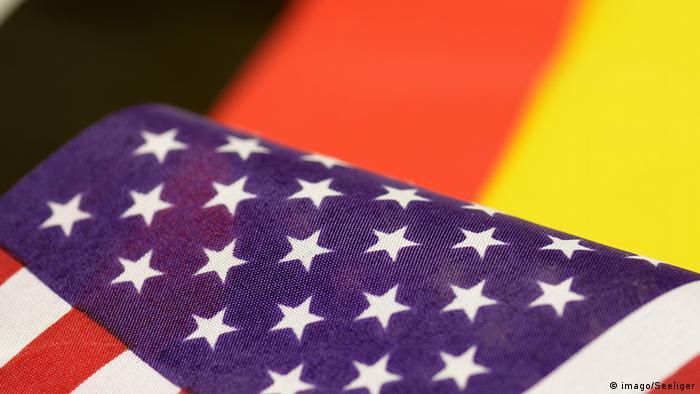 Symbolbild Deutschland USA Flagge (imago/Seeliger)