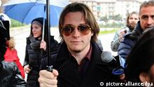 epa04047837 Italian Raffaele Sollecito (C) leaves the appeals court of Florence, in Florence, Italy, 30 January 2014. The court is expected on 30 January 2014 to issue a verdict in the case of murdered British student Meredith Kercher, in a six-year case that has attracted worldwide attention. The prosecution is seeking a 30-year jail term for US student Amanda Knox and 26 years for her former boyfriend, Raffaele Sollecito, who say they are innocent. Prosecutor Alessandro Crini has suggested that Kercher was killed during a violent confrontation with Knox over housecleaning in the flat they shared. He suggested that Sollecito was present, and both he and Knox were under the influence of drugs and alcohol. In earlier trials, the murder was blamed on a violent sex game. Sollecito was in the courtroom on 30 January, and said he would return for the reading of the verdict. Kercher's brother and sister were due to arrive in the afternoon, while Knox, who left Italy in 2011 after spending four years in jail, is letting herself be tried in absentia. EPA/MAURIZIO DEGL'INNOCENTI +++(c) dpa - Bildfunk+++