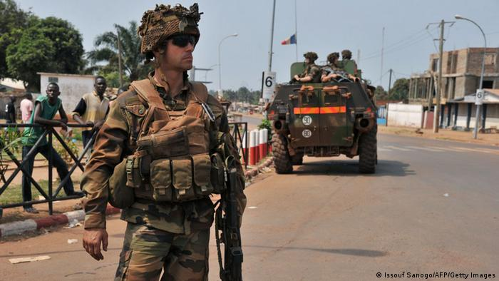 French soldiers of the Sangaris operation patrol in Bangui (photo: ISSOUF SANOGO/AFP/Getty Images)
