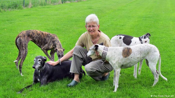 Con nombres como Lagartija, Churro o Rey llegan los perros a Alemania. Aquí encuentran una familia.