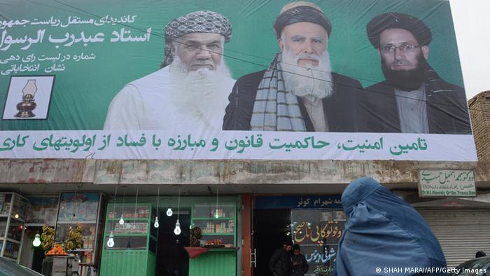 Präsidentenwahl in Afghanistan- Wahlkampfplakat (Foto: AFP(Getty Images)