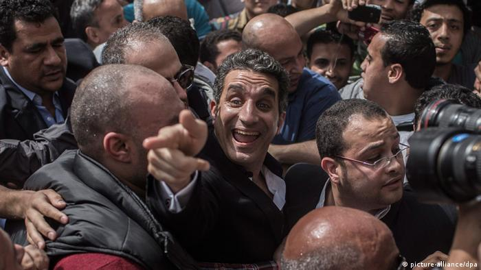Bassem Youssef in a crowd (Photo: epa/Oliver Weiken)