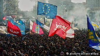 Ukraine Kiew Protest Menschenmasse Flaggen