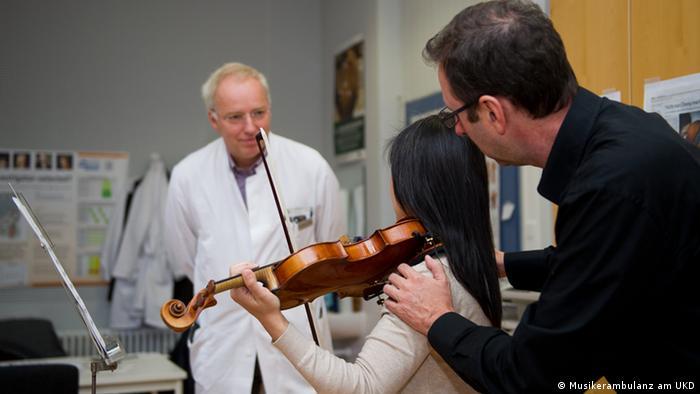 Muzičare pregledaju neurolozi, hirurzi, kao i ortopedi i psiholozi