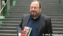 Der russische Politikwissenschaftler und Publizist Stanislaw Belkowski stellt am 3. Februar in Berlin dem deutschen Publikum sein Buch Wladimir. Die ganze Wahrheit über Putin vor; Copyright: DW/E. Schuhmann