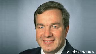 Андреас Меннике - глава консалтинговой компании ESI East Stock Informationsdienste в Гамбурге, специалист по фондовым и валютным рынкам России и стран Восточной Европы