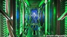 file - An undated handout photo provided by Google on 19 October 2012 shows hundreds of fans funnelling hot air from the server racks into a cooling unit to be recirculated in the Google data center in Pryor, Oklahoma. The green lights are the server status LEDs reflecting from the front of our servers. EPA/GOOGLE HANDOUT HANDOUT EDITORIAL USE ONLY/NO SALES dpa (zu dpa Zeitung: NSA greift massenhaft Mails bei Google und Yahoo ab vom 30.10.2013) +++(c) dpa - Bildfunk+++