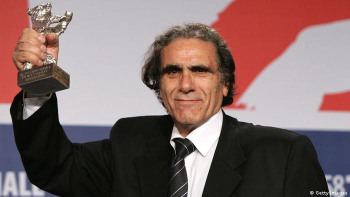 آواز گنجشکها اگر چه از کسب خرس طلایی در بخش رقابتی محروم ماند، اما رضا ناجی به خاطر نقشآفرینی در این فیلم، جایزه خرس نقرهای را برای بهترین بازیگر مرد دریافت کرد.